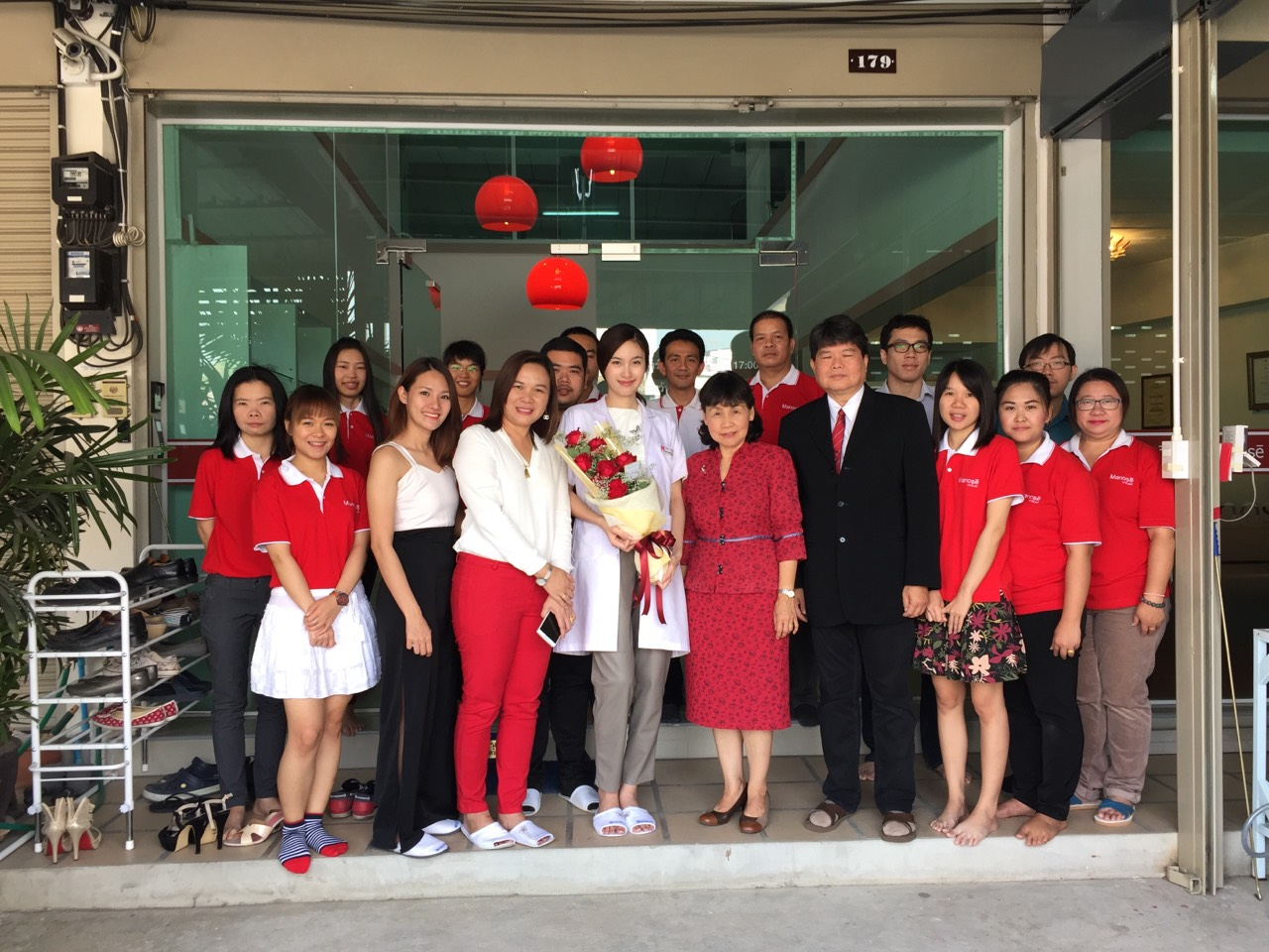 Poy Treechada together with the team from Fure Fu Co., Ltd. in Bangkok with the total of 4 persons visited Manose Health and Beauty Research Center