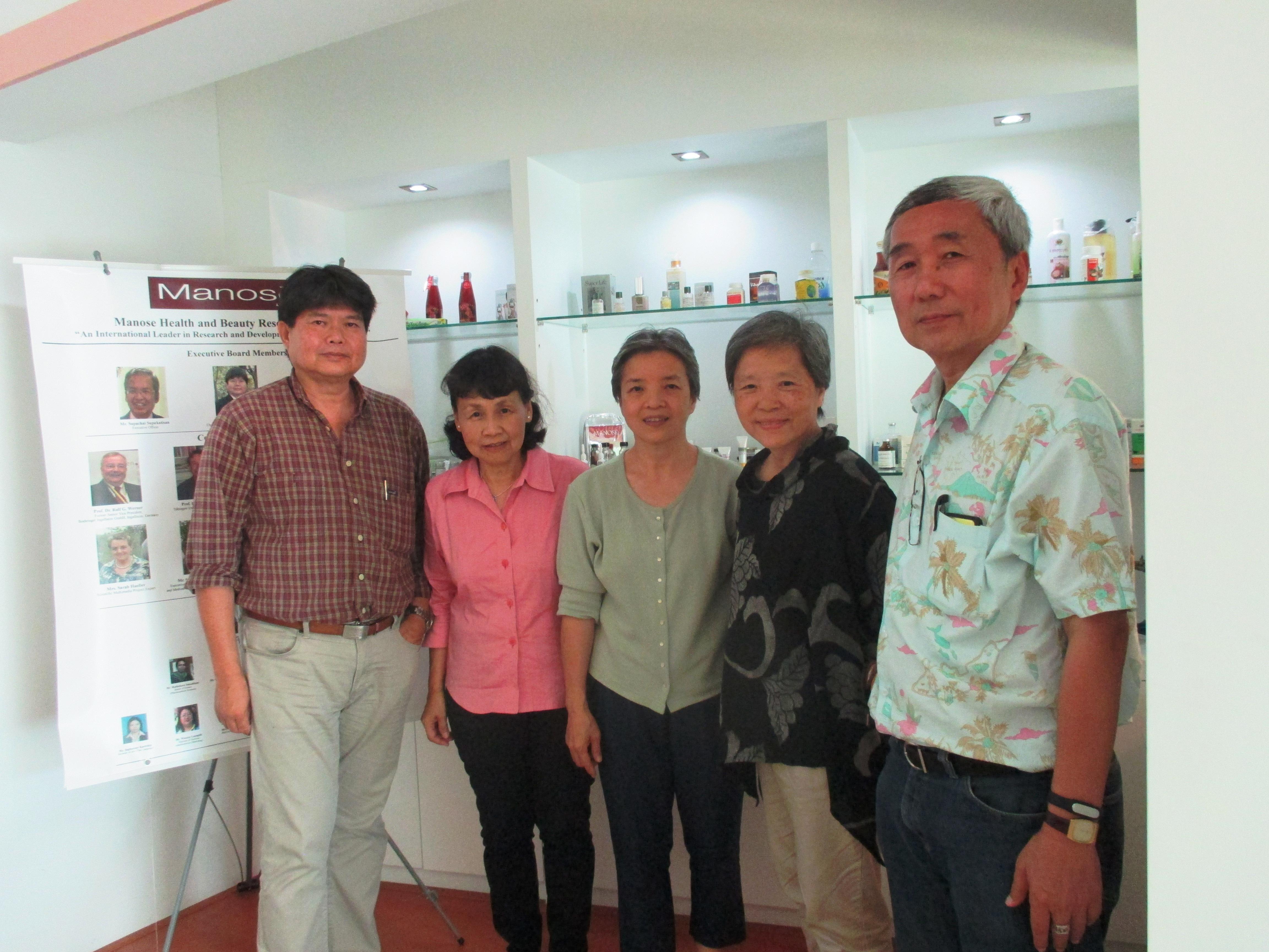 Mrs. Kanchana Vathanakuljarus, Mr. Sumonchai Pasavekin and Mrs. Ratana Pasavekin visited Manose Health and Beauty Research Center