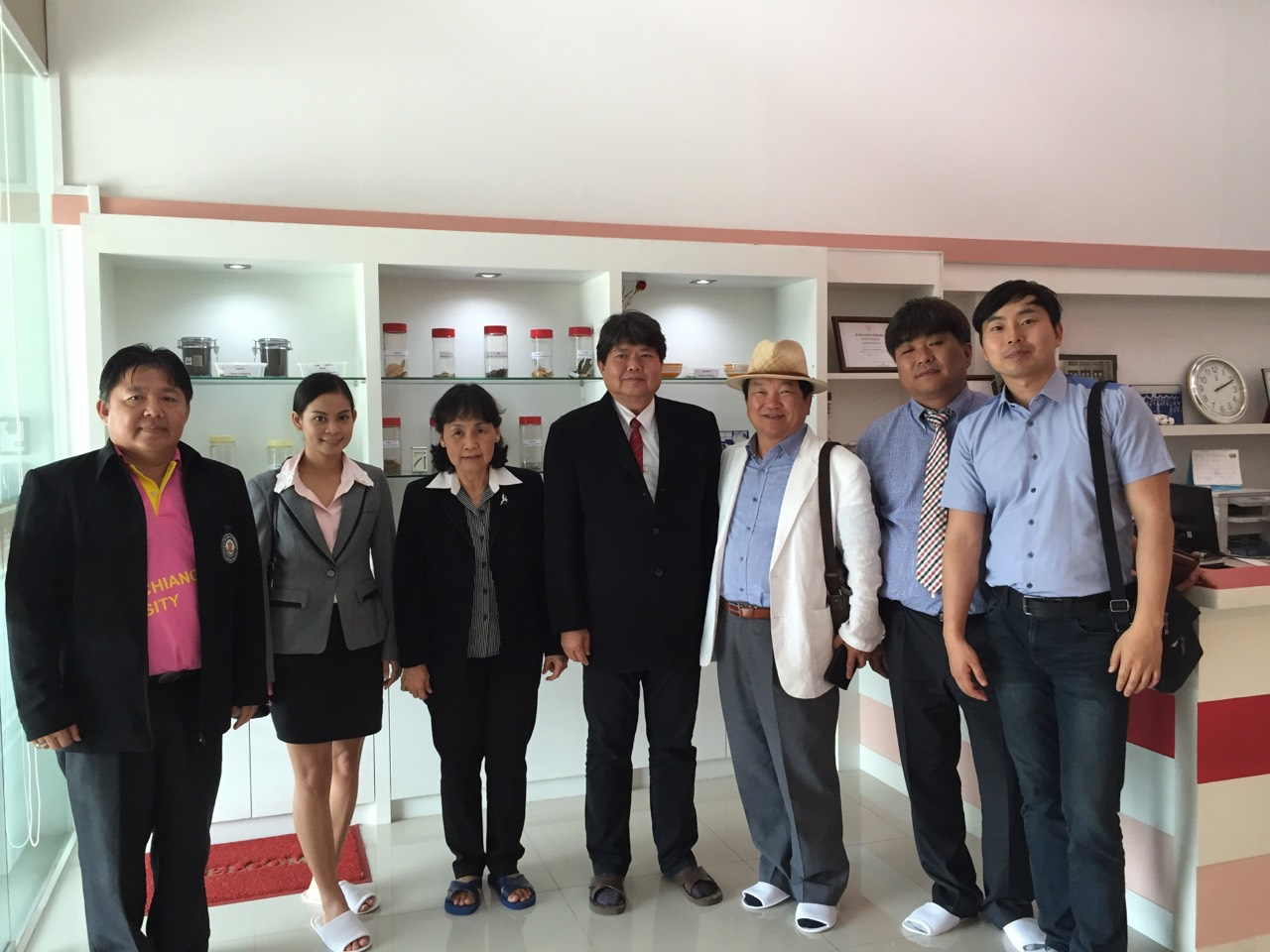 Staffs from Department of Cosmetic Technology, North-Chiang Mai University in Chiang Mai, Thailand together with professors from Seowon University, Republic of Korea visited Manose Health and Beauty Research Center