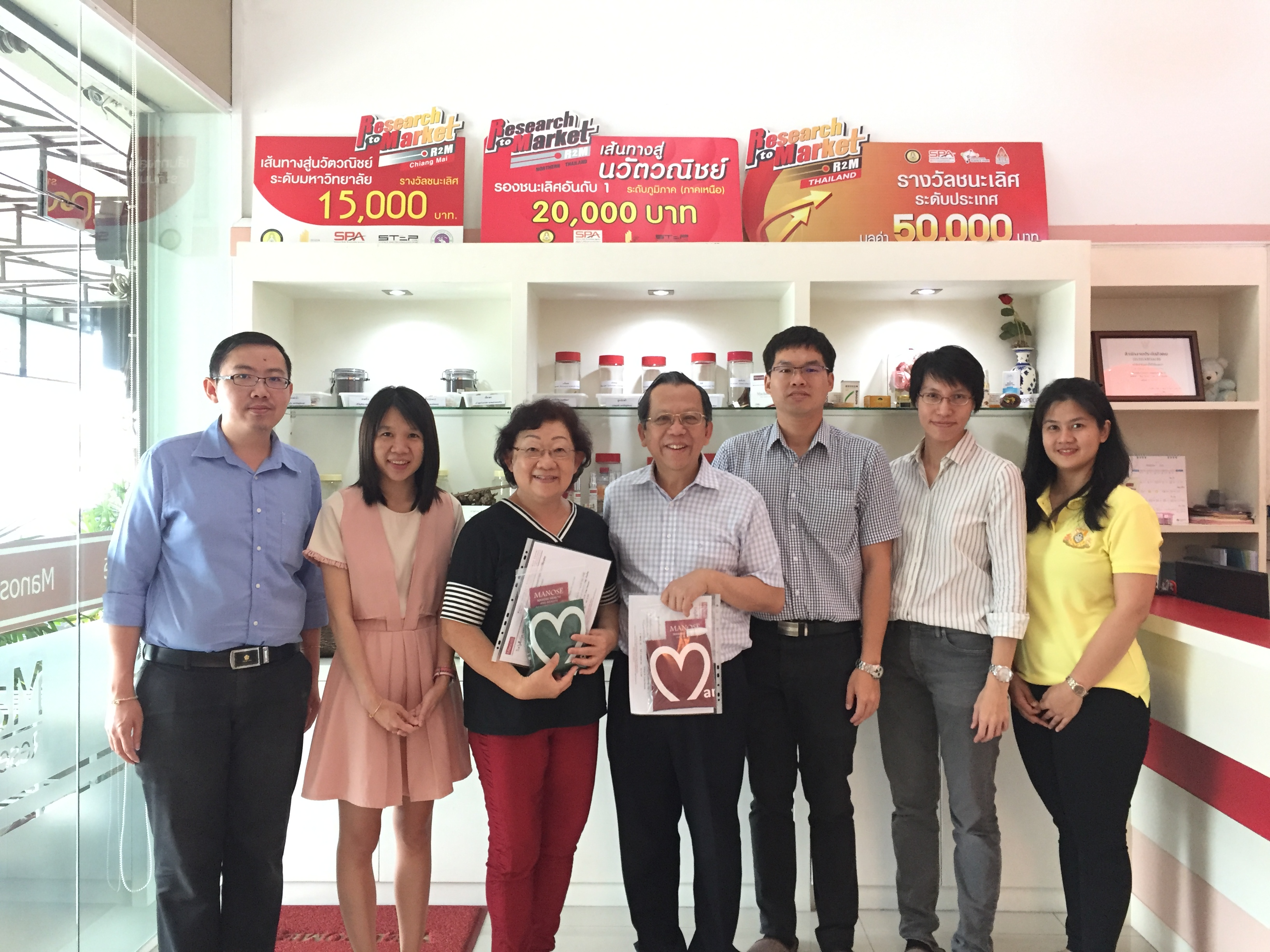 Professor Dr. Paul WS. Heng, Professor of Pharmaceutical Technology from National University of Singapore (NUS) together with his wife, Mrs. Patricia Heng have visited Manose Health and Beauty Research Center
