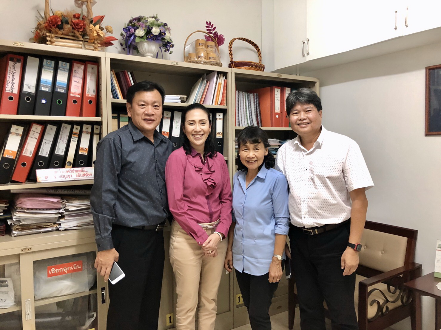 Lecturer Chutima Chavasint, Vice President of North – Chiang Mai University together with Mr.Kiattisak Trisaengrugira have visited Manose Health and Beauty Research Center