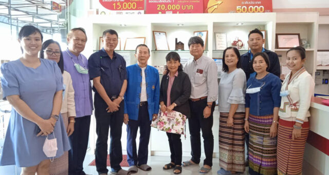 Dr. Narong Chavasin, President of North – Chaing Mai University together with Mr. Sawet Tachumpa, the Assistant to the Vice – President of North – Chiang Mai University has brought Mr. Somsak Kanakham, Sheriff of Hangdong District together with Mrs. Chanida  Kanakham, President of Red Cross District Branch and the Exceutive team of Hangdong District to visit Manose Health and Beauty Research Center